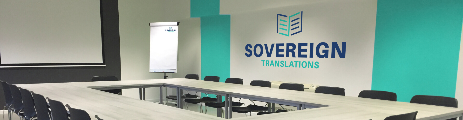 A seminar room with blackboard, whiteboard, beamer and sovereign translation logo, in which a learning material translation can be used